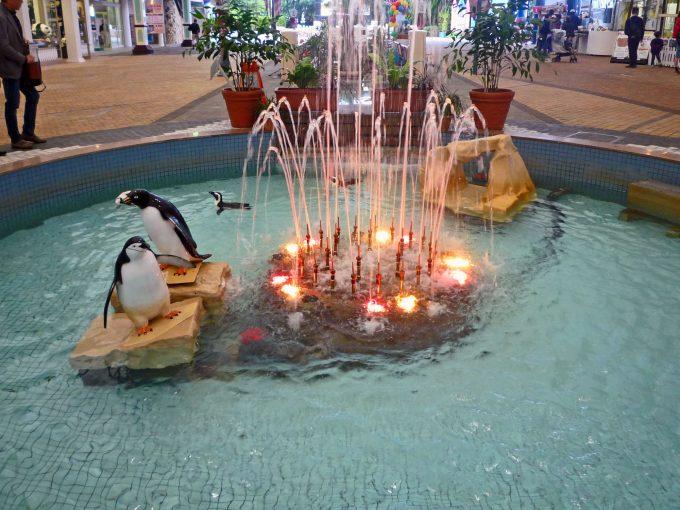 入り口でお出迎えのペンギン