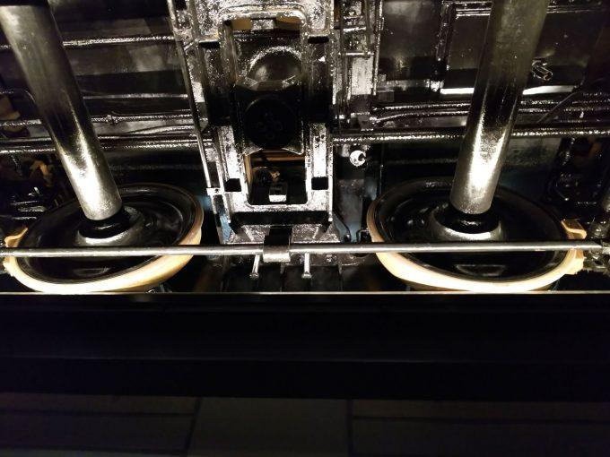 【京都鉄道博物館】本館1F《電車が真下から見れる》